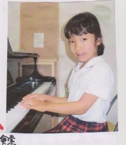 ピアノをひくあやかちゃん